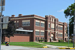 Canton_High_School,_Missouri,_facade_from_north